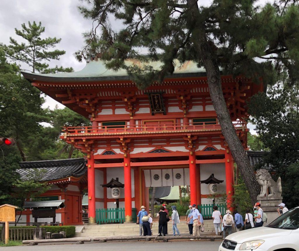 歩こう会のメンバーが今宮神社に到着した時の写真です。